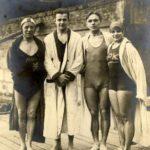 Historické foto – zleva: Nikodém, Ort, Skulina, Griesmanová – Štědrý večer 1926. Foto věnovala Blance Kovaříkové paní Věra Ortová, rodačka z Kampy.